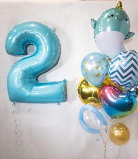 Композиция из воздушных шаров Сказочный нарвал с цифрой
