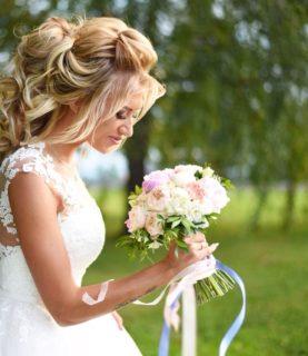 Букет невесты с лентами - бутоньерка в подарок