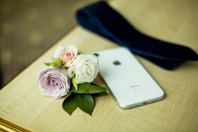 Букет невесты из белых пионов и лавандовых роз