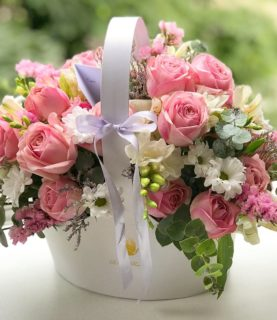 Цветочная композиция с кустовой розой из свежайших цветов
