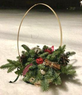 Зимняя композиция из нобилиса в корзине