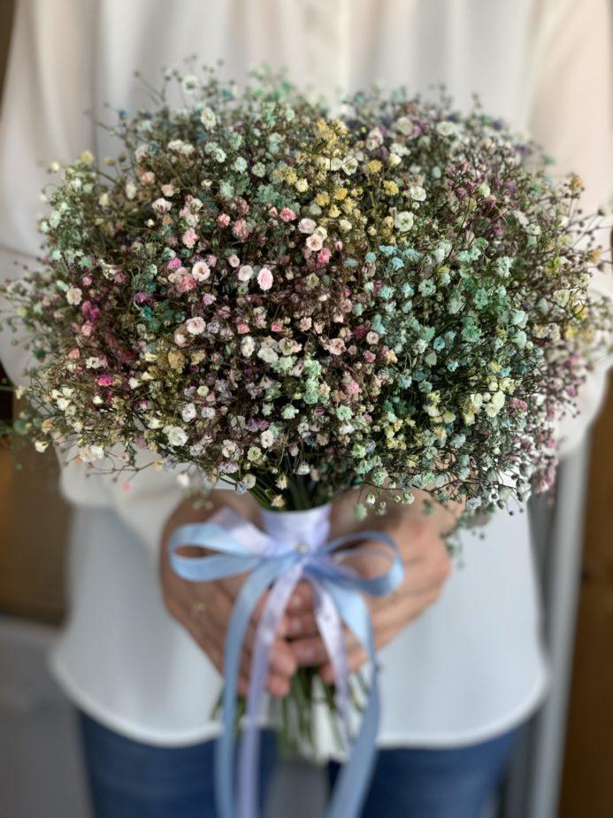 Букет невесты из радужной гипсофилы