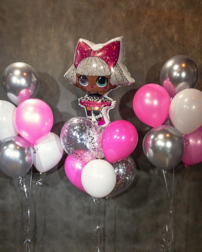 Фонтан из шаров с куклой LOL