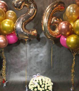 Два фонтана из воздушных шаров и цифры