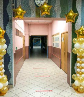 Оформление коридоров школы воздушными шарами