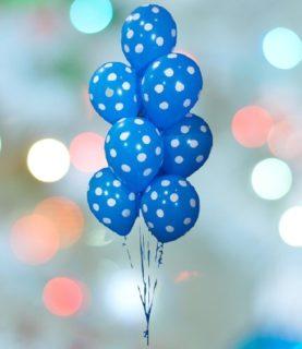 Фонтан из воздушных шаров в горошек