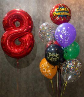 Фонтан из воздушных шаров на восьмилетие