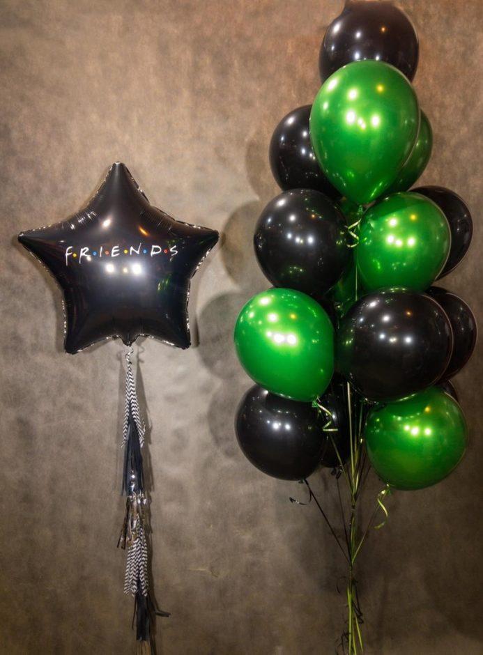 Чёрно-зелёный фонтан со звездой из шаров