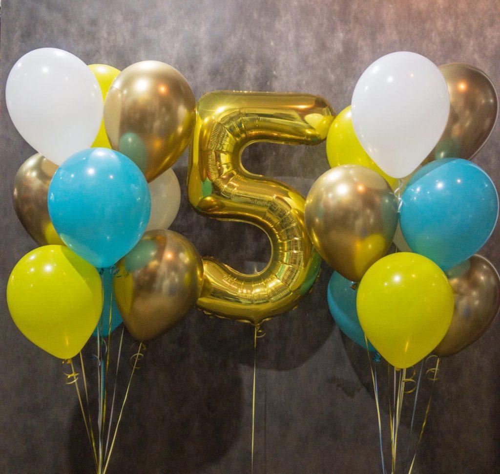 Фонтан из воздушных шаров на 5 лет