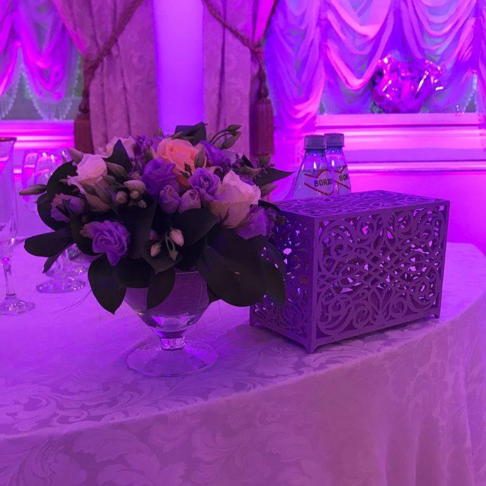 Свадебная композиция из цветов для украшения столов