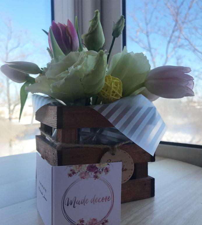 Миниатюрный букет в деревянном ящичке