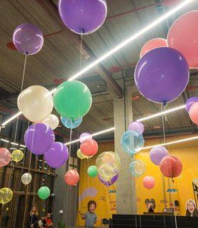 Оформление шарами торгового зала